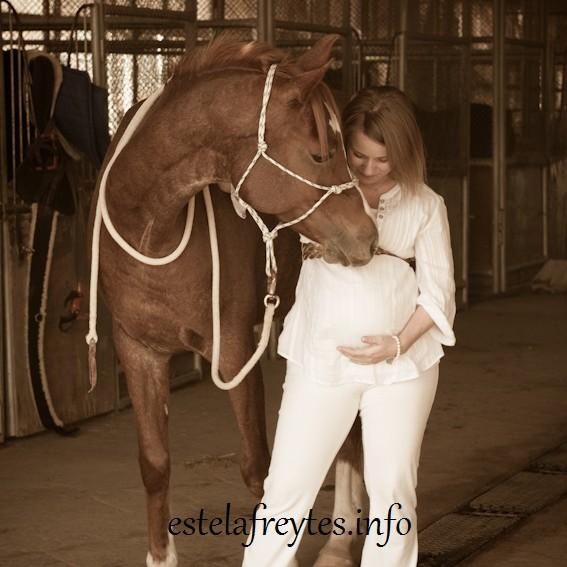 Sophie, embarazada de Alexis. La vida sonríe a la vida.